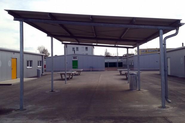 Zur sportlichen Betätigung gibt's Tischtennisplatten und einen kleinen Basketballplatz. Foto: René Loch