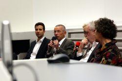 Der Mittelpunkt des Abends nach Twittermeldungen und zusätzlichen Gerüchten. Dr. Thomas Rauscher (am Mikrophon), seit 1993 Uniprofessor in Leipzig. Foto: L-IZ.de