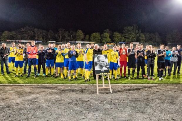 Der 1. FC Lok, Fans und Freunde erwiesen Eric Eiselt im April die letzte Ehre. Foto: Bernd Scharfe