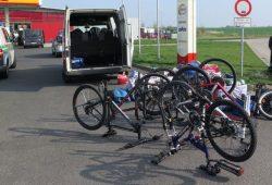 Insgesamt sechs hochwertige Fahrräder stellten die Beamten im gestoppten Transporter fest. Foto: PD Leipzig