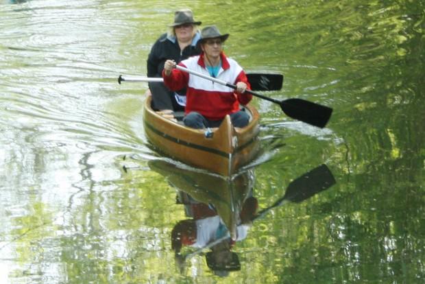 Mit Kanu unterwegs im Leipziger Gewässerknoten. Foto: Ralf Julke