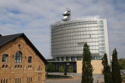 Blick zum MDR-Hochhaus in Leipzig. Foto: Ralf Julke