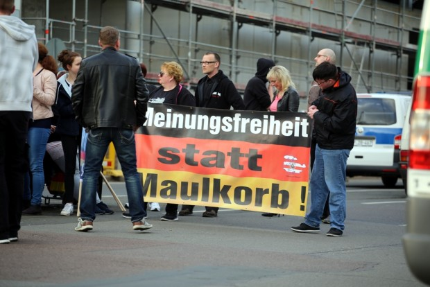 Der Meinung, dass die Meinungsfreiheit gefährdet ist und das sogar auf ein Banner malen, ist: Meinungsfreiheit. Hier bei der OfD. Foto: L-IZ