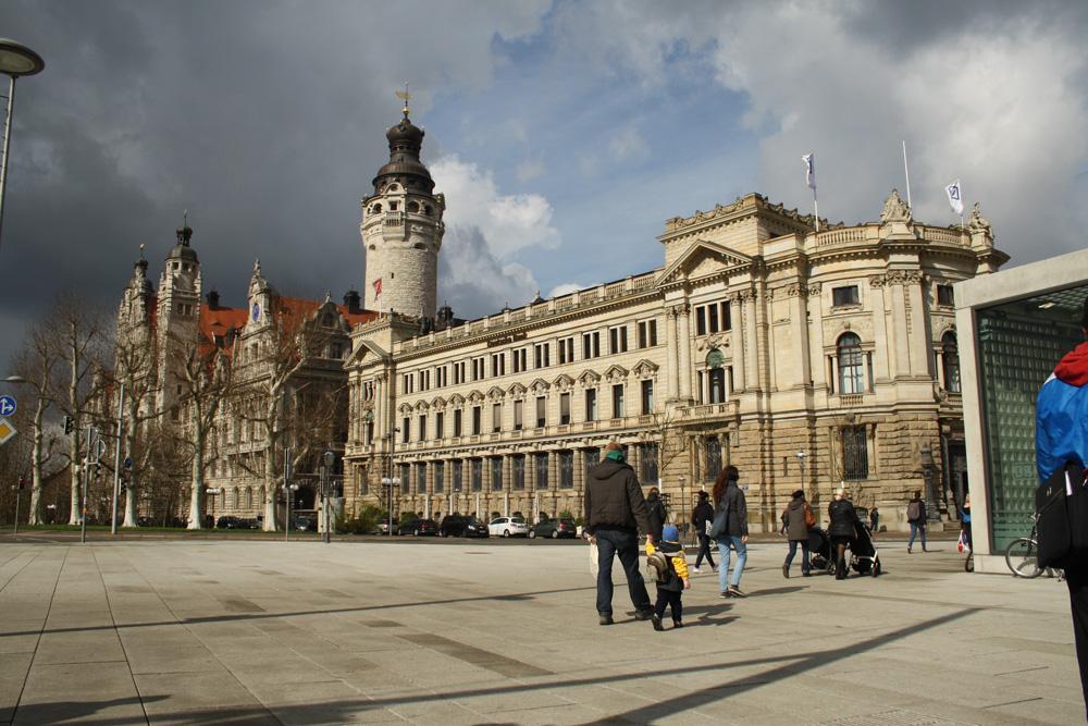 Problemumwölkt: das Neue Rathaus. Foto: Ralf Julke