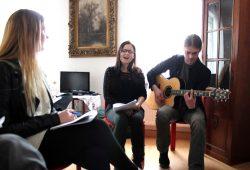 Musik beim Auftakt zur Hausmusiknacht mit Karolina Pytlarczyk (Gesang) und Thomas Bremer (Gitarre), Foto: Holger Warschkow