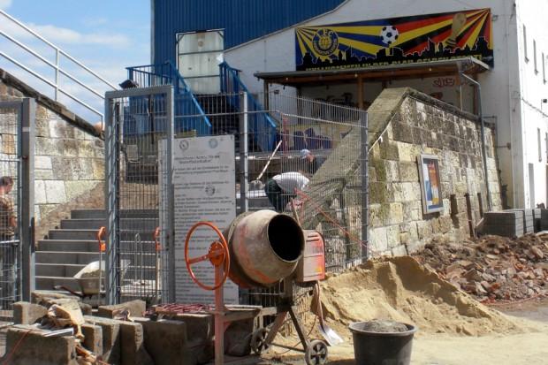 Prozesse über Jahre im Blick behalten. (Baustelle Bruno Plache Stadion). Foto: L-IZ.de