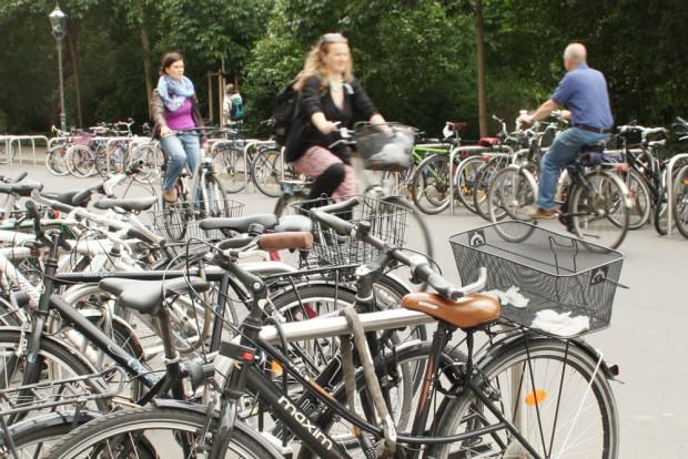Radfahrer in der Schillerstraße. Foto: Ralf Julke