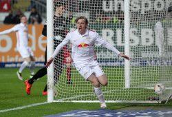 Drin. Emil Forsberg erzielt nach Pass von Marcel Halstenberg das 1:0. Foto: GEPA Pictures
