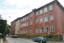 Die Schule am Opferweg - hier von der Stahmelner Straße ausgesehen. Foto: Marko Hofmann