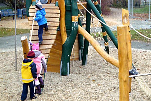 Spielende Kinder in Grünau. Foto: Gernot Borriss