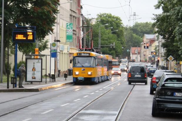 Hübsche alte Tatra-Straßenbahn in Schönefeld unterwegs. Foto: Ralf Julke