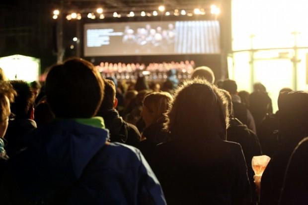 Vor Ort sein und eigene Eindrücke schildern statt Agenturmeldungen verbreiten. Lichtfest 2015. Foto: L-IZ.de