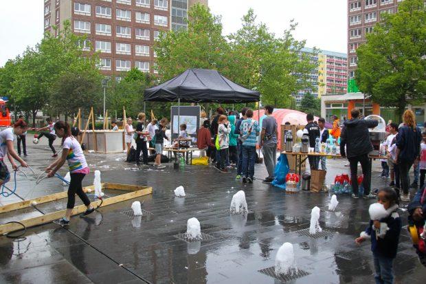 Einen ganzen Freitag-Nachmittag belebte die Grünauer Jugend den Marktplatz im Herzen des Stadtteils. Foto: Jan Kaefer