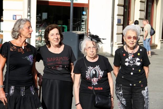 Alles auf Schwarz. 25 Jahre Wave-Gotik-Treffen, Okkultismus und weitere Themen von der dunklen Seite in Ausgabe 31 der LZ. Foto: Matthias Weidemann