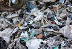 Ausgesiebter Plastikmüll im Kompostwerk Liehmena. Foto: Ökolöwe, Arbeitsgruppe Abfall & Recycling