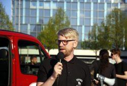 DGB Vertreter Erik Wolf wünscht sich auf dem Augustusplatz mehr Gewerkschafter beim Protest gegen Legida. Foto: L-IZ.de