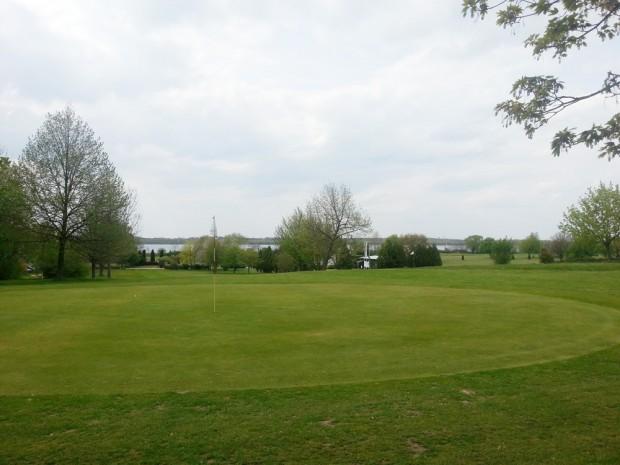 Golfen mit Blick zum Cospudener See: Golfplatz Markkleeberg. Foto: Patrick Kulow