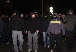 Eine feste Gruppe am 21. Januar 2015, in der sich auch der spätere Angreifer (mitte) bewegt. Foto: L-IZ.de