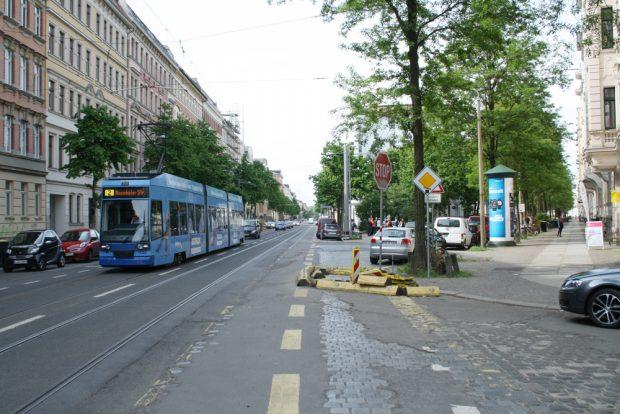 Blick in den nächsten Bauabschnitt der Könneritzstraße. Foto: Ralf Julke