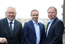 Vorstand Michael Faupel, Vorstandssprecher Dirk Thärichen und der neue Aufsichtsratsvorsitzende Horst Poldrack (von links). Foto Matthias Weidemann