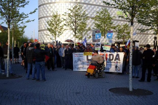 Ja, das sind wirklich alle? Legida am 2. Mai 2016 beim Abgang am Wagnerplatz. Foto: L-IZ.de
