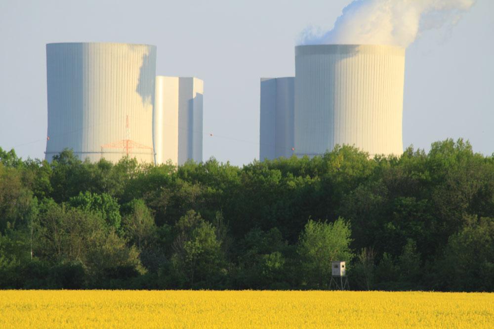 Die Mibrag betreibt das Kraftwerke in Lippendorf. Foto: Matthias Weidemann