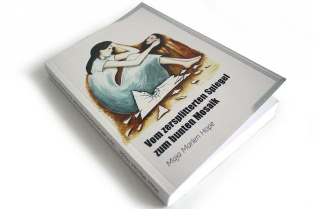 Maja Marlen Hope: Vom zersplitterten Spiegel zum bunten Mosaik. Foto: Ralf Julke