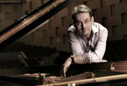 Pianist Markus Becker. Foto: Roland Schmidt