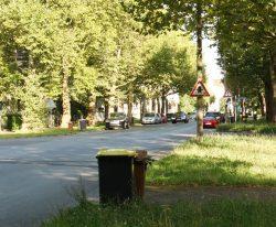 Die Naunhofer Straße - hier noch mit der alten Beschilderung. Foto: Ralf Julke