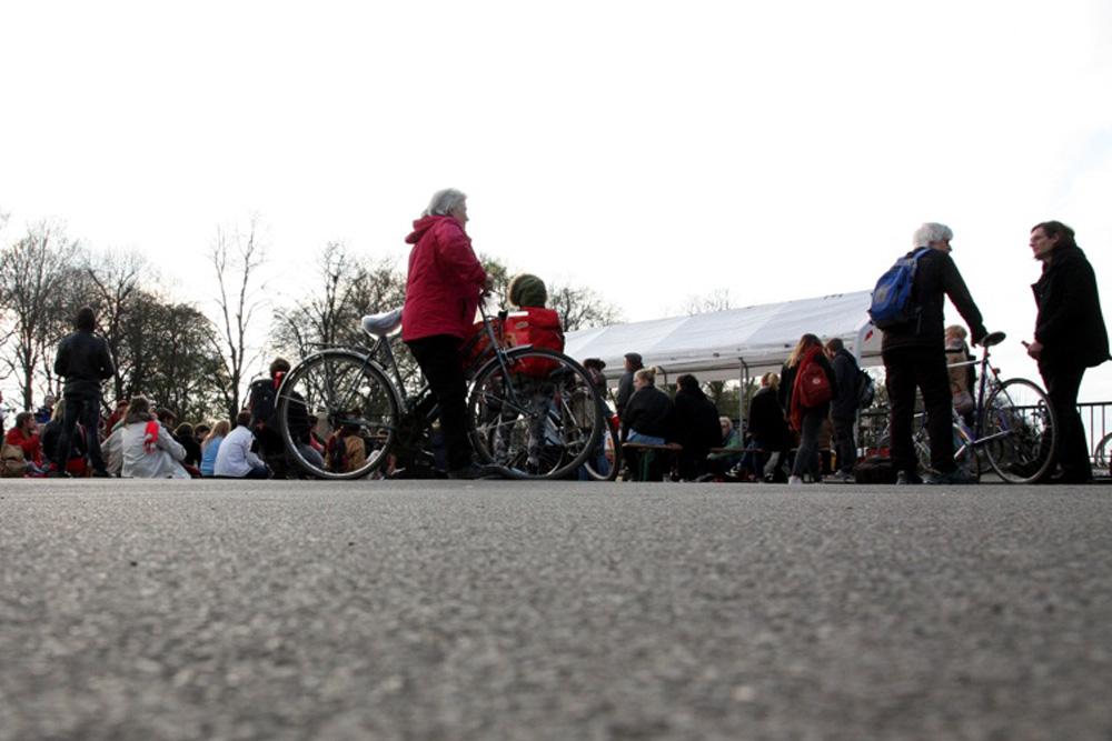 Nuit-Debout-Veranstaltung auf der Sachsenbrücke. Foto: Michael Freitag