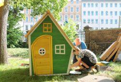 Das Spielhaus für die Kleinen kann bereits bezogen werden. Foto: Dresdner59