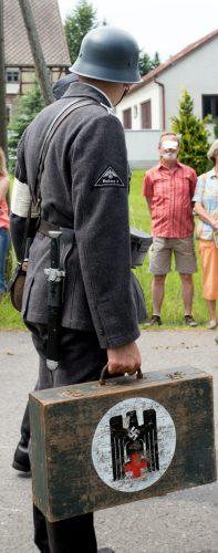 Wehrmachtssanitäter mit Hakenkreuz. Foto: Marcus Fischer