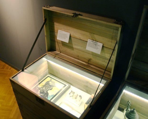 Zum Nachdenken: Alte, abgelegte Mythen in der Kiste. Foto: Ralf Julke