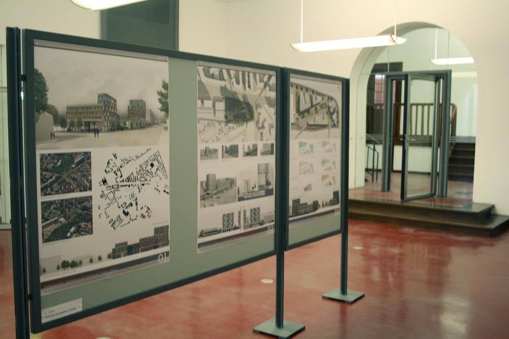Ausstellung mit den Wettbewerbsergebnissen zum Ostplatz. Foto: Ralf Julke