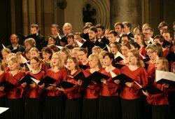 Der Universitätschor unter der Leitung von Universitätsmusikdirektor (UMD) David Timm bei einem Auftritt in der Peterskirche Leipzig. Foto: Randy Kühn/Universität Leipzig