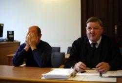 Der Angeklagte Andreas K. und Strafverteidiger Rainer Nittmann. Foto: Alexander Böhm