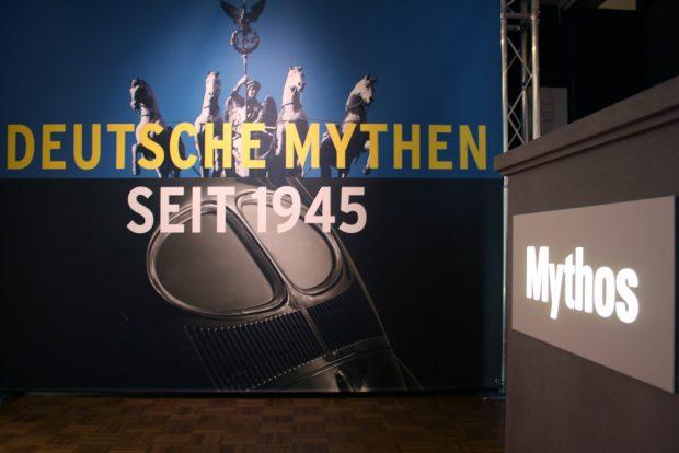 """Eingangssituation in der Ausstellung """"Deutsche Mythen seit 1945"""". Foto: Ralf Julke"""