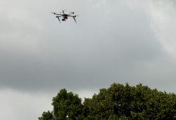 Drohne im Anflug. Foto: Ralf Julke