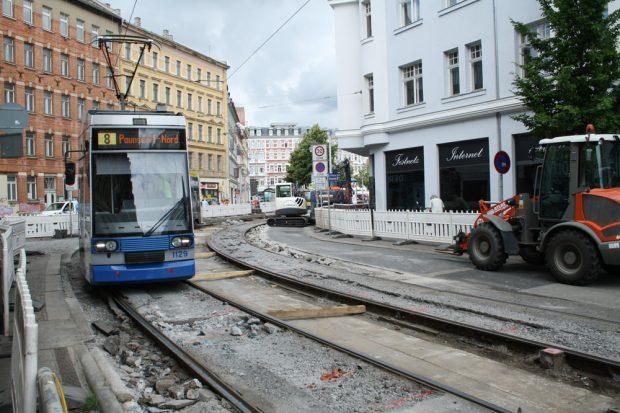 Gleiskurve aus der Kuhturmstraße in den Lindenauer Markt. Foto: Ralf Julke