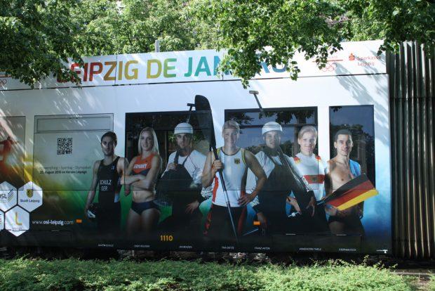 Auf der linken Seite der Bahn (backbords) sind die Sportler mit Namen abgebildet. Foto: Ralf Julke