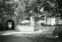 Künstlercafé im Hof des Künstlerhauses. Foto: Johannes Widmann (1937), Stadtgeschichtliches Museum Leipzig