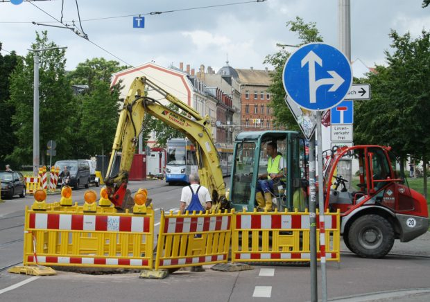 Die Wasserwerke nutzen die Baustelle in der Kuhturmstraße, um unterirdisch die Kanäle zu sanieren. Foto: Ralf Julke