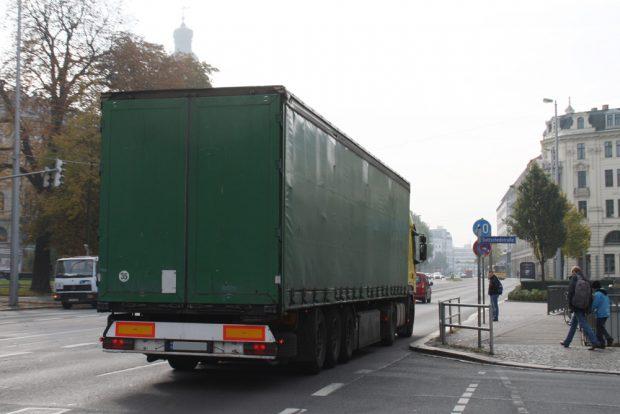 Lkw am Leipziger Dittrichring. Foto: Ralf Julke