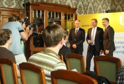 Das obligate Foto mit OBM und Geschäftsführung zum Beginn der Bilanzpressekonferenz. Foto: Ralf Julke