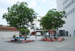 Der Platz hinter dem Gewandhaus heißt offiziell immer noch Schillerstraße. Foto: Ralf Julke