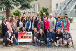 Die Schüler der Oberschule Böhlen (Grimma) sind überzeugt von der neuen UmweltCard Junior. Foto: Christian Modla/ Westend PR