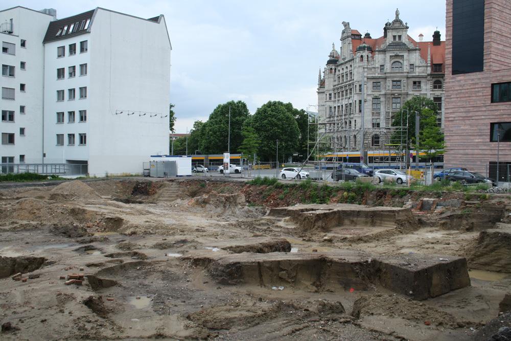 Blick über die Ausgrabungsfläche an der Nonnenmühlgasse. Foto: Ralf Julke