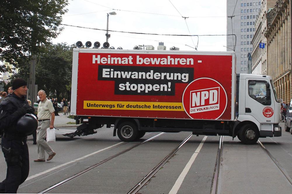 """Eine der üblichen """"Heimat""""-Parolen der NPD. Hier 2011 in Leipzig. Foto: L.IZ"""