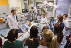 Beim P.A.R.T.Y.-Projekt lernen Schüler die Versorgung von Unfallopfern am UKL kennen. Foto: Stefan Straube