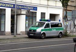 """Die """"gefährlichste Straße Deutschlands""""? Wirklich? Polizei in der Eisenbahnstraße. Foto: L-IZ.de"""